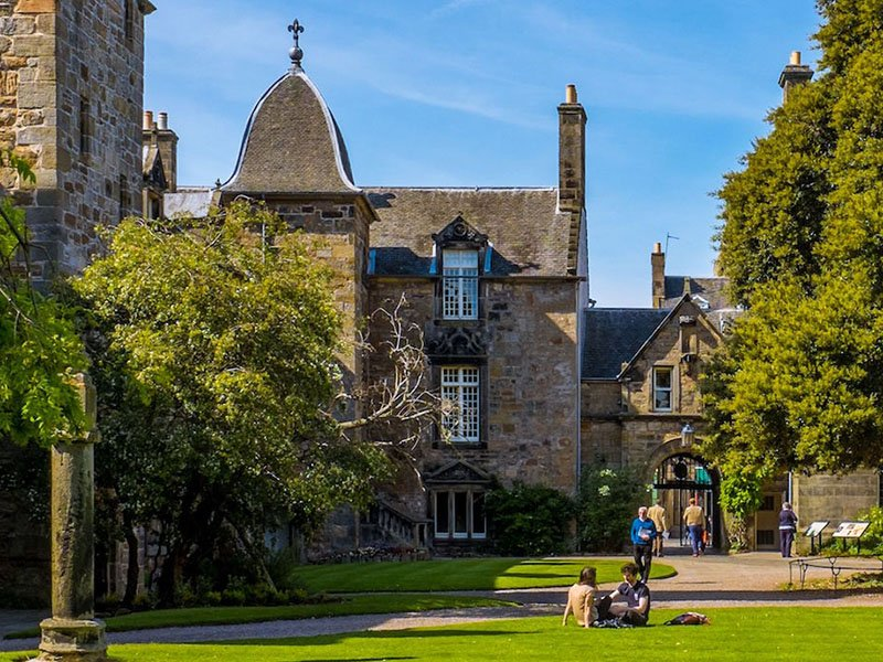 Scotland: University of St. Andrews wins major science and theology grant